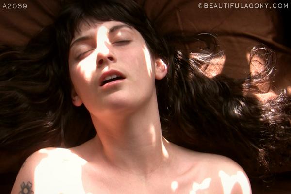 www.beautifulagony.com